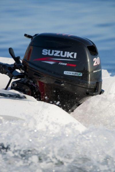 Suzuki-DF20A-perämoottori-kumivene2